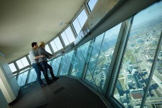 cntower-gallery-couple
